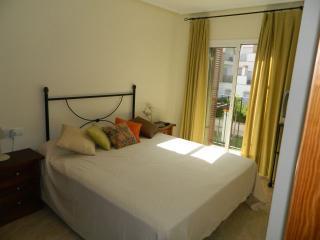 Cama KING SIZE Súpercómoda (diferente al resto apartamentos, con cama de 135 cm) muelles)