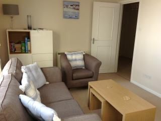 Pebbles - Twin Beds, ideal location just off Sidmouth seafront with free parking