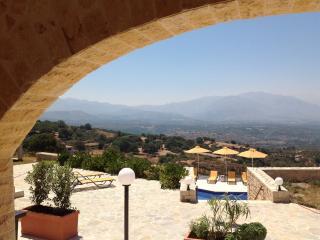 Villa Maratho, Kastellos