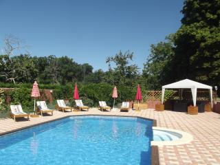 Chez Mamie, Comfortable restored farmhouse with shared heated pool