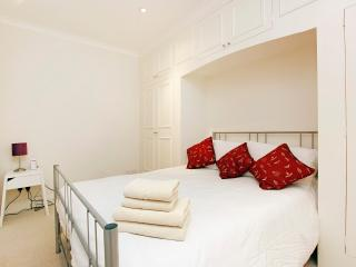 Lovely apartment at Kensington Gardens, London