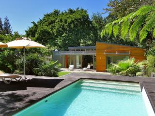 MODERN SLICK CONTEMPORARY VILLA IN CAPE TOWN CITY CENTRAL - SLEEPS 6  FREE WIFI