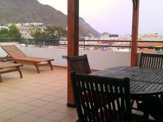 Ático en San José muy céntrico amplia terraza y con wifi