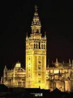 La Giralda is located just 250 mts. Views from the roof of the building