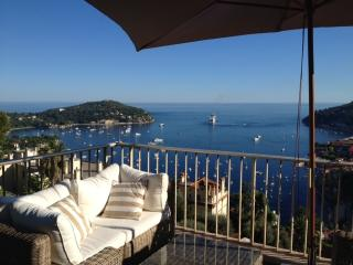 Villefranche-sur-Mer 2 bedroom apartment withh sea view, pool access and terrace