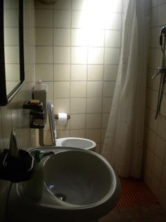 Bagno con doccia;bathroom with shower