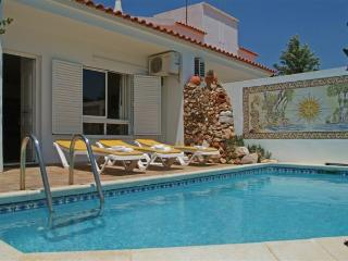 Cozy private pool townhouse within walking distance to The Old Village  (FDG 3), Vilamoura