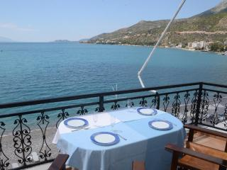 by the beach - amazing view, Loutraki