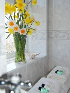 Auld Smiddy Cottage bathroom with bath and shower in bath, fully tiled!