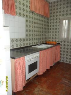 cocina con acceso a terraza trasera