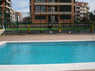 Apartamento en zona Ris con piscina climatizada