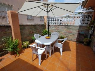 Great 8 pax house with Patio, Barcelona