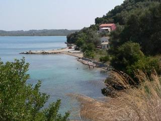 Quiet, Beach front studio for 2 -3 persons, Perivoli