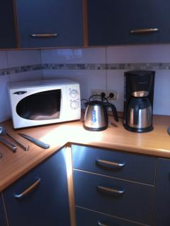 microwave- thea set - coffemachine