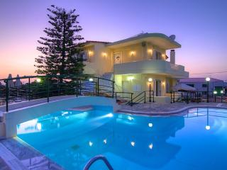 Villa Mary - Large Pool, Basketball & Soccer Field, Rethymnon