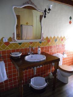 Baño de la habitación morada