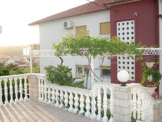 GREEN PARADISE- in calm area with sea view, Vinisce