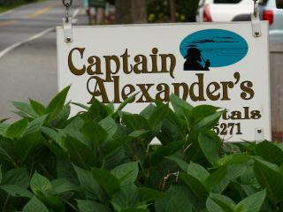 Captain's Quarters @ Captain Alexander's Hideaway, West Harwich
