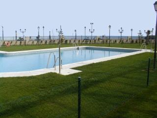 Primera línea playa, piscina comunitaria y padel, San Luis de Sabinillas