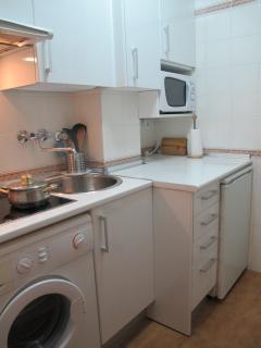 Nueva cocina equipada con lavadora. NO HORNO. Apto II