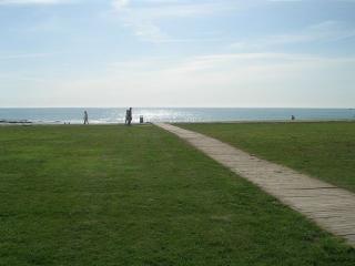 Vista al exterior. Acceso Playa