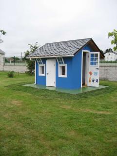 Nueva casita infantil con juguetes