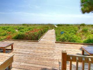 New Beach Getaway, 2 Bedroom Ocean Club Villa, Free Bikes, Beach, Hilton Head