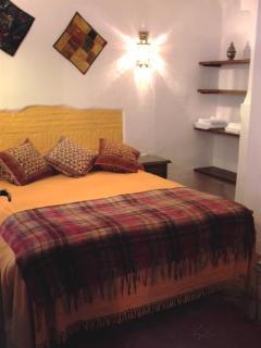 Dormitorio con cama de matrimonio (150 x 190)