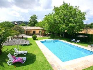 EL NOGAL: Casa rural con piscina y pista de padel