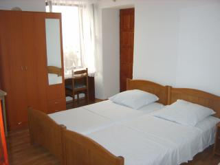 part of 3 bed room