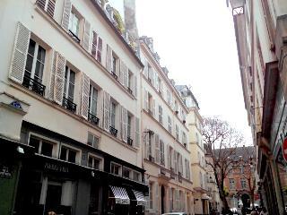 Original Saint Germain 2 bedroom apart., 5 sleeps