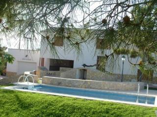 Parets De Sucre.Villa con piscina privada y jardin de unos 600m2