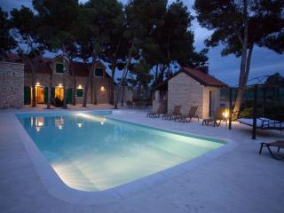 Villa Brac, Sutivan