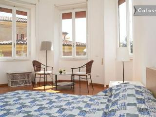Colosseo  nice and bright  2 room apt. Great deal
