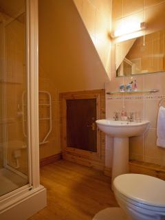 Jasmine Cottage - en-suite shower room to main bedroom