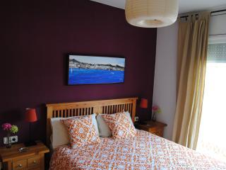 Dormitorio 1: cama 150cms.x 200cms.
