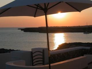 """Binibeca Vell """"Mar y Caleta"""" casa sobre el agua, Sant Lluís"""