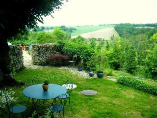 Unspoiled views, secluded location, holiday farmhouse rental near Riberac