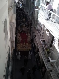 Semana Santa. Paso por debajo del balcón.