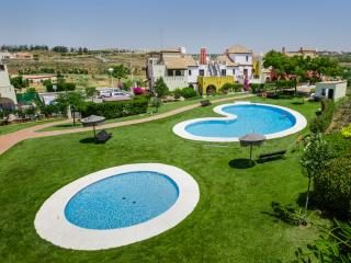 Stunning 3 bed townhouse on golf course