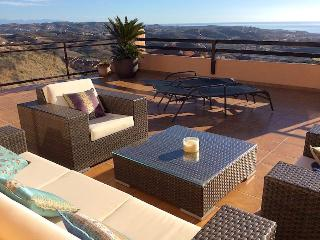 Luxury Calanova Penthouse with Breathtaking Views, La Cala de Mijas