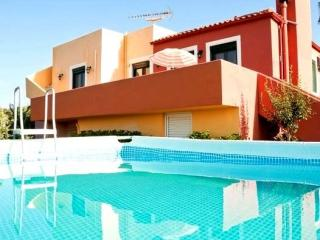Villa Panorama with amazing sea view & private pool & outdoor jacuzzi and BBQ, Maleme
