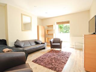 Cozy 1 bedroom apartment, sleeps 4.