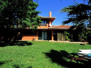 Casa de 400 m2 de 4 dormitorio, Sitio de Calahonda