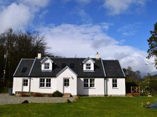 Shelduck Cottage, shore front location, private fishing, peaceful rural retreat