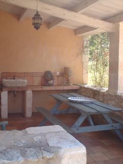 Le patio où il est agréable de manger des grillades ou d'apprécier son petit déjeuner
