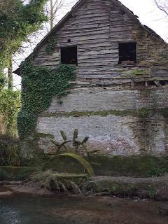 Old mill 2 minutes walk away