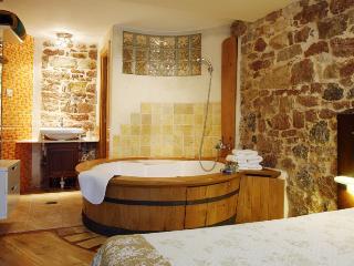 Apartament con jacuzzi Asturias. Romántica casa para 2, cerca de Cangas de Onís.