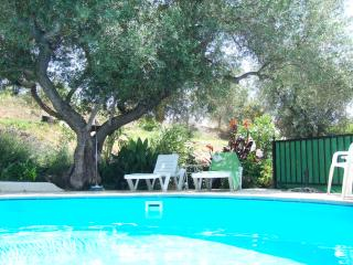 Cortijo Caliz, beautiful country house, large pool/gardens, 5 mins to town