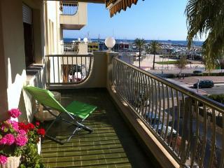Soleado y confortable apartamento frente al mar, Segur de Calafell